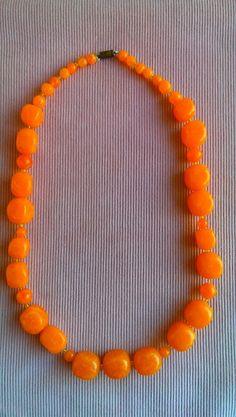 Oranje ketting uit de seventies