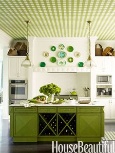 For St. Patrick's Day...love the gingham and plate display...would like it better if blue, but...