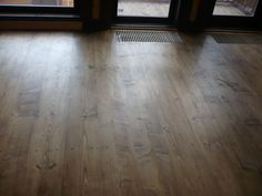 Цветное масло легко наносить на деревянный пол - Консультант : : Ремонт и Строительство