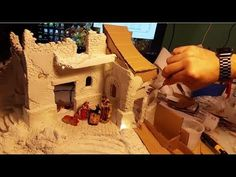 Simplemente y de un modo original. Christmas Crib Ideas, Christmas Nativity, Christmas Deco, Christmas Villages, Sculpture Clay, Paper Clay, Diy Videos, Dollhouse Miniatures, Projects To Try