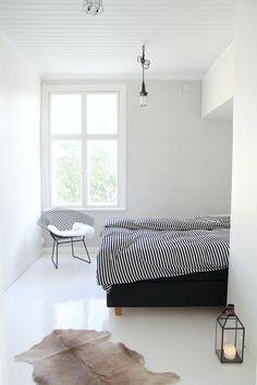 Via My Secondhand Life   Bedroom   Bertoia Diamond Chair