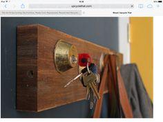 Clever Key Holder Rack and 19 other Easy DIY Coat Rack Design Ideas Garderobe Design, Diy Hat Rack, Old Door Knobs, Diy Hooks, Key Rack, Key Organizer, Decoration Originale, Rack Design, Vintage Keys