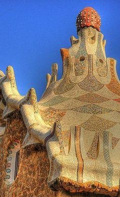 Name Park Güell /Parc Güell City Barcelona Country Spain Architect Antoni Gaudi Characteristic Park The mass. Interesting Buildings, Amazing Buildings, Amazing Architecture, Art And Architecture, Architecture Details, Modern Buildings, Madrid, Art Nouveau, Antonio Gaudi