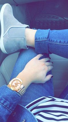 With bday watch Stylish Watches For Girls, Stylish Girls Photos, Stylish Girl Pic, Cute Girl Poses, Cute Girl Photo, Girl Photo Poses, Girl Hand Pic, Girls Hand, Cool Girl Pictures