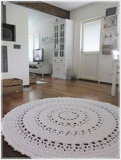 Virkattu Aura -matto Crochet Carpet, Crochet Home, Doily Rug, Crochet Doilies, Nursery Rugs, Chunky Crochet, White Rug, Modern Rugs, Floor Rugs