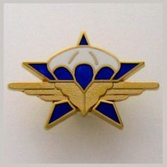 FRENCH PARATROOPERS - 1 RCP - GOLD COLOR VERSION BADGE - CHASSEURS PARACHUTISTES