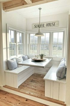 I love this kitchen nook with windows. Such a pretty interior design . I love this kitchen nook with windows. Such a pretty interior design … I love this kitchen nook with windows. Such a pretty interior design Minimalist Home Interior, Home Interior Design, Dream House Interior, Interior Ideas, Beautiful Houses Interior, Modern Interior, Minimalist Window, Nautical Interior, Scandinavian Interior