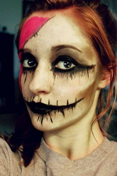 gruselige halloween schminke frau idee schwarze farbe