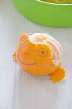 Creative 'orange' frog idea using edible markers....For more ideas for school lunches visit https://www.facebook.com/SchoolLunchIdeas