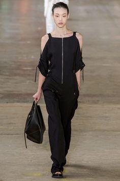 Alegerea fashion editorului: Cum să porți negru vara • Marie Claire Romania