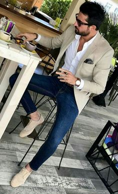 Men's Beige Blazer, Navy and White Gingham Dress Shirt, Blue Skinny Jeans, Brown. - Men's fashion, style shapes and clothing tips Mens Fashion Blazer, Suit Fashion, Men Blazer, Mens Smart Casual Fashion, Trendy Fashion, Blazer Outfits Men, Smart Casual Men Work, Men Business Casual, Beige Blazer Outfit