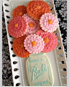 Every Southern girl has a love for Mason jars.....even as a cookie. Sweets and jars? Makes you just wanna slap your momma doesn't it? ;) Cute! Cute!