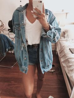 Oversized denim jacket - cuffed jean shorts - white v neck t shirt - statement black belt - oversized jean jacket - boyfriend jean jacket ootd Mode Outfits, Fall Outfits, Casual Outfits, Fashion Outfits, Grunge Outfits, Ootd Fashion, Denim Fashion, Style Fashion, Fashion Tips