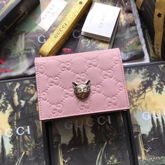 Gucci Signature Card Case with Cat Pink Cheap Handbags, Luxury Handbags, How To Show Love, Cosmetic Pouch, Cute Purses, Small Leather Goods, How To Look Classy, Card Case, Handbag Accessories
