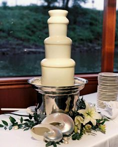 New Chocolate Desserts Elegant Food Ideas Chocolate Fountain Wedding, Chocolate Fountain Recipes, Chocolate Candy Recipes, Chocolate Fountains, Chocolate Gifts, White Chocolate, Fudge Recipes, Chocolate Peanut Butter Brownies, Chocolate Ganache Filling
