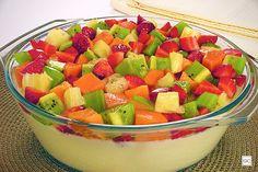 Em busca de uma receita leve e saborosa para encerrar a refeição? A mousse de frutas é tudo isso e muito mais! Com passo a passo prático, preparar essa delícia vai ser muito fácil! Aprenda como fazer e cozinhe já em sua casa!