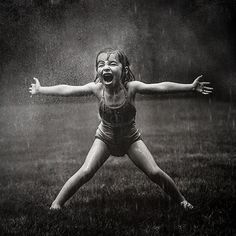 New Photography Noir Et Blanc Pluie 38 Ideas Rain Dance, Love Rain, Singing In The Rain, Photo Series, Mom Series, Rainy Days, Belle Photo, Black And White Photography, Girl Power