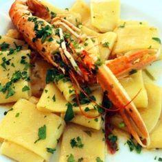 Provate paccheri con scampi e pomodorini confit all'arancia. Andate subito su www.frescopesce.it/paccheri-con-scampi-e-pomodorini-confit-…
