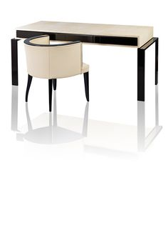 Schreibtisch, Platte Rochenhaut bezogen. Formal angelehnt an Modelle des Art Deco.