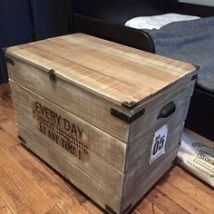 100均アイテムでアンティーク風&男前な木箱のテーブルをDIY*