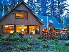 The historic Eagle Rock Lodge, situated in Vida beside the famous McKenzie River in Oregon's Cascade Mountain range, offers the a luxurious and relaxing vacation getaway.