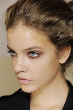 Gold eyes & pale pink lips....oh...and have facial features like this model