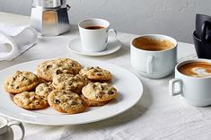 soft-chewy-chocolate-chip-cookies-01-7004023-0819-onecms Chocolate Chip Cookies, Flourless Chocolate Cakes, Decadent Chocolate, Wafer Cookies, Sugar Cookies, Cinnamon Streusel Coffee Cake, Vanilla Sheet Cakes, Baking Recipes, Dessert Recipes