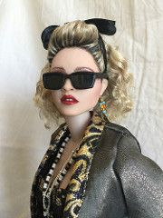 Madonna doll Desperately Seeking Susan made by the extremely talented Cyguy Madonna 80s Outfit, Madonna 80s Fashion, Madonna Hair, Madonna Concert, Kill La Kill, 1980s Makeup, Singer Costumes, 80s Costume, Henna Designs