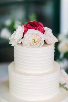 Garden rose and peony topped cake: http://www.stylemepretty.com/california-weddings/sebastopol/2015/07/27/romantic-peach-white-spring-wedding/ | Photography: The Edges - http://theedgeswed.com/