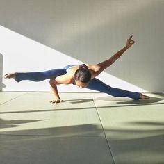 SUP Yoga takes a relaxing yoga practice to a whole new level. It's no surprise why so many people are gravitating to this awesome type of yoga! Pranayama, Yoga Flow, Yoga Meditation, Namaste Yoga, Ashtanga Yoga, Yoga Routine, Asana, Yoga Inspiration, Handstand