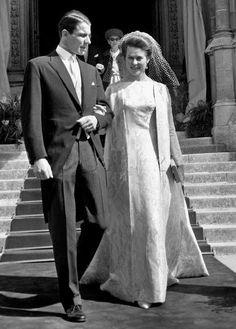 Isabelle of France + count Karl Friedrich de Schönborn-Buccheim Royal Brides, Royal Weddings, Charlize Theron Style, Bride Tiara, Princesa Diana, Lady And Gentlemen, Formal Wedding, Wedding Couples, Vintage Looks