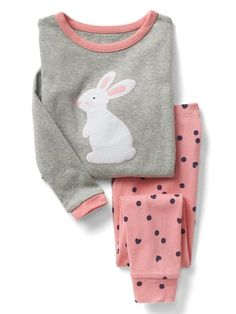 Toddler girl pajamas from Gap are made from super soft cotton, polyester and organic cotton. Shop toddler girl nightgowns, robes, and pajamas at Gap. Cute Pajama Sets, Cute Pjs, Cute Pajamas, Toddler Girl Outfits, Kids Outfits, Cute Outfits, Girls Pajamas, Pajamas Women, Pyjamas