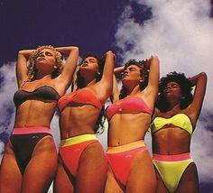 Moda praia anos 80 e 90 Mistura de cores fortes e calcinhas mais comportadas também bombaram nos anos 90