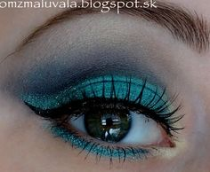 Give your eyes a stunning aquatic feel with teal and blue shades. Ideal for an evening out.