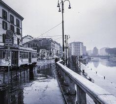 Giornata uggiosa a Milano! #milano #milanocentro #milano_forever #milanodavedere #darsenamilano #vivomilano #volgolombardia #loves_milano #loves_united_milano #ig_milano #bnw_captures #bnw_city #igw_aqva #pioggia #tram #rotaie #acqua #naviglio #top_lombardia_photo #l#igersmilano #italia_bestsunset #milanocityufficiale #bw_maniac #ponte by save0508