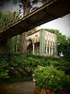 Ravello, a town known for it's enchanting gardens and the infamous Villa Cimbrone.