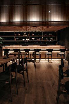Bistro Interior, Studio Interior, Japanese Restaurant Interior, Japanese Interior, Restaurant Lounge, Restaurant Design, Black Restaurant, Japanese Bar, Black Interior Design