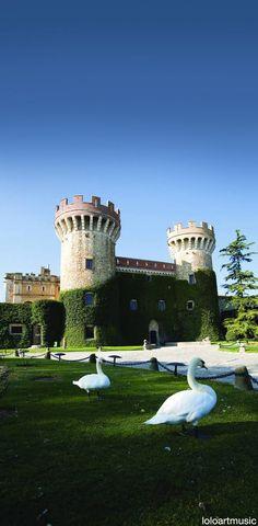 CASTLES OF SPAIN - El castillo de Peralada (Gerona). fue el centro del condado de Peralada  En 1285, durante la invasión francesa del Ampurdán, el castillo fue destruido y la población incendiada. A mediados del siglo XIV fue construido un segundo y nuevo recinto de murallas.  En 1472, durante la guerra de los Remences, Juan II de Aragón, volvió a invadir y ocupar el castillo. En 1599, el vizconde Francesc Jofre de Rocabertí fue investido conde de Peralada por Felipe III de España.