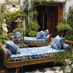High-quality Homebuilding Magazine - An Excellent Assist In Dwelling Style And Design And Design Blue And White For Your Outdoor Retreat. Outdoor Retreat, Outdoor Rooms, Outdoor Living, Outdoor Furniture, Outdoor Decor, Outdoor Daybed, British Colonial Style, Blue And White China, Plywood Furniture