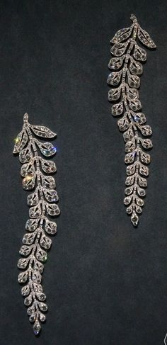 A pair of Belle Epoque platinum and diamon 'fern' spray brooches, by Cartier, circa 1903. #Cartier #antique #brooch