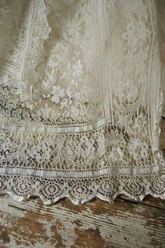 Antique Lace Curtains Vintage square net lace curtain with medallion Antique Lace, Vintage Lace, Victorian Lace, Happy Turtle, Bordados E Cia, Lace Curtains, Patterned Curtains, Kids Curtains, Kitchen Curtains