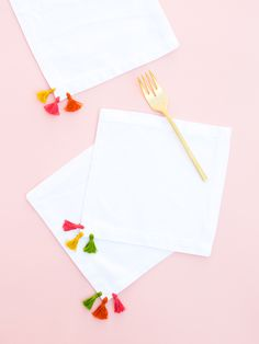 Learn how to dress up store bought cloth napkins by adding colorful tassels! (Click through for tutorial)