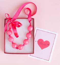 necklace favour