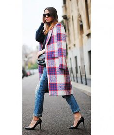 Slimming Style Tips: Sleek, Pointed-Toe Heels  Shoes with a pointed toe and thin heel work to lengthen silhouette of calves. Conversely, square and round-toe styles with a chunky heel give the appearance of a shorter, bulky leg.