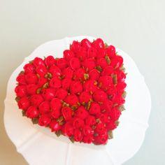 #flowercake #flower #buttercream #buttercreamcake #cupcake #cake #buttercake #dessert #korea #koreanflowercake #instafood #koreanstyle #cakedecorating #patisserie #art #instagram #foodstagram #flowerarrangement #flowers #花 #redroses #valentine'sday