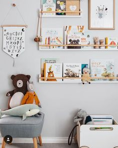 Bookshelves for the children's room - Diy Baby Deko - Kids Playroom Playroom Decor, Nursery Wall Decor, Nursery Room, Boy Room, Bedroom Decor, Child's Room, Bedroom Lighting, Nursery Book Shelves, Kids Book Shelves