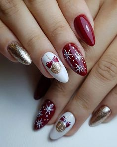 Christmas Gel Nails, Christmas Nail Designs, Christmas Nail Art, Holiday Nails, Christmas Girls, Christmas Trees, Christmas Holiday, Red And Gold Nails, Red Nails