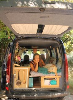Woman converts van for dream of travelling world with dog Marina Piro, who was born in Italy but most recently lived in the UK, bought a five door 2001 Renault Kangoo and transformed it into a home by herself - Creative Vans Mini Camper, Truck Camper, Camper Van, Best Travel Trailers, Travel Trailer Camping, Minivan Camping, Sprinter Van, Minivan Camper Conversion, Conversion Van