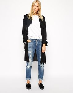 Like the combo of kimono, jeans and shoes.  Like the edge added by distressed jeans.