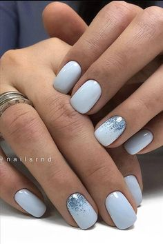 Semi-permanent varnish, false nails, patches: which manicure to choose? - My Nails Blue Gel Nails, Light Blue Nails, Blue Glitter Nails, Short Gel Nails, Blue Acrylic Nails, Pink Nails, Blue And White Nails, Shellac Nail Colors, Zebra Nails